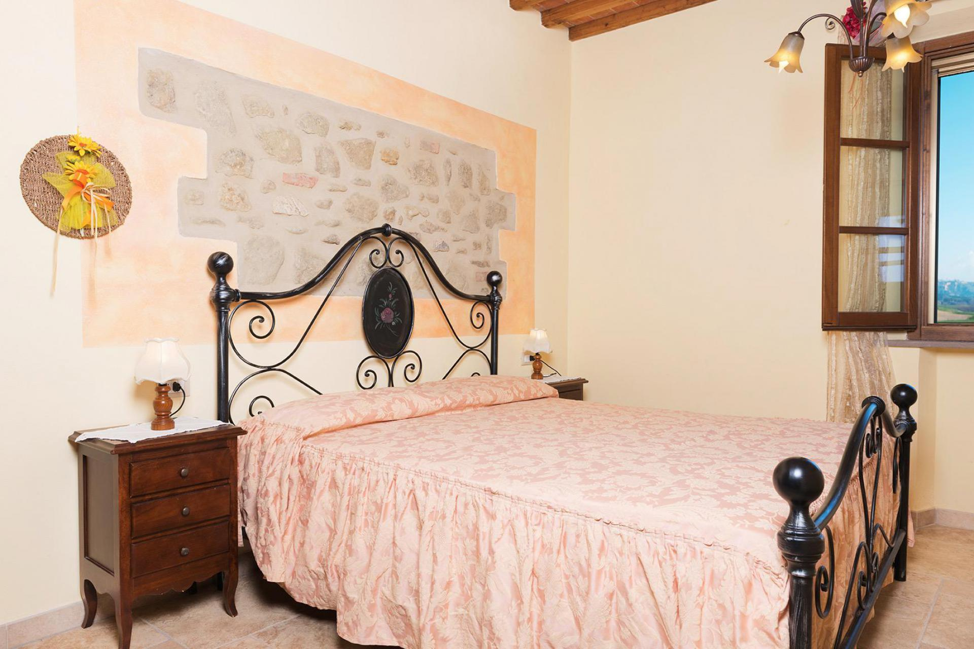 Agriturismo Tuscany Family-friendly agriturismo Tuscany with lovely pool