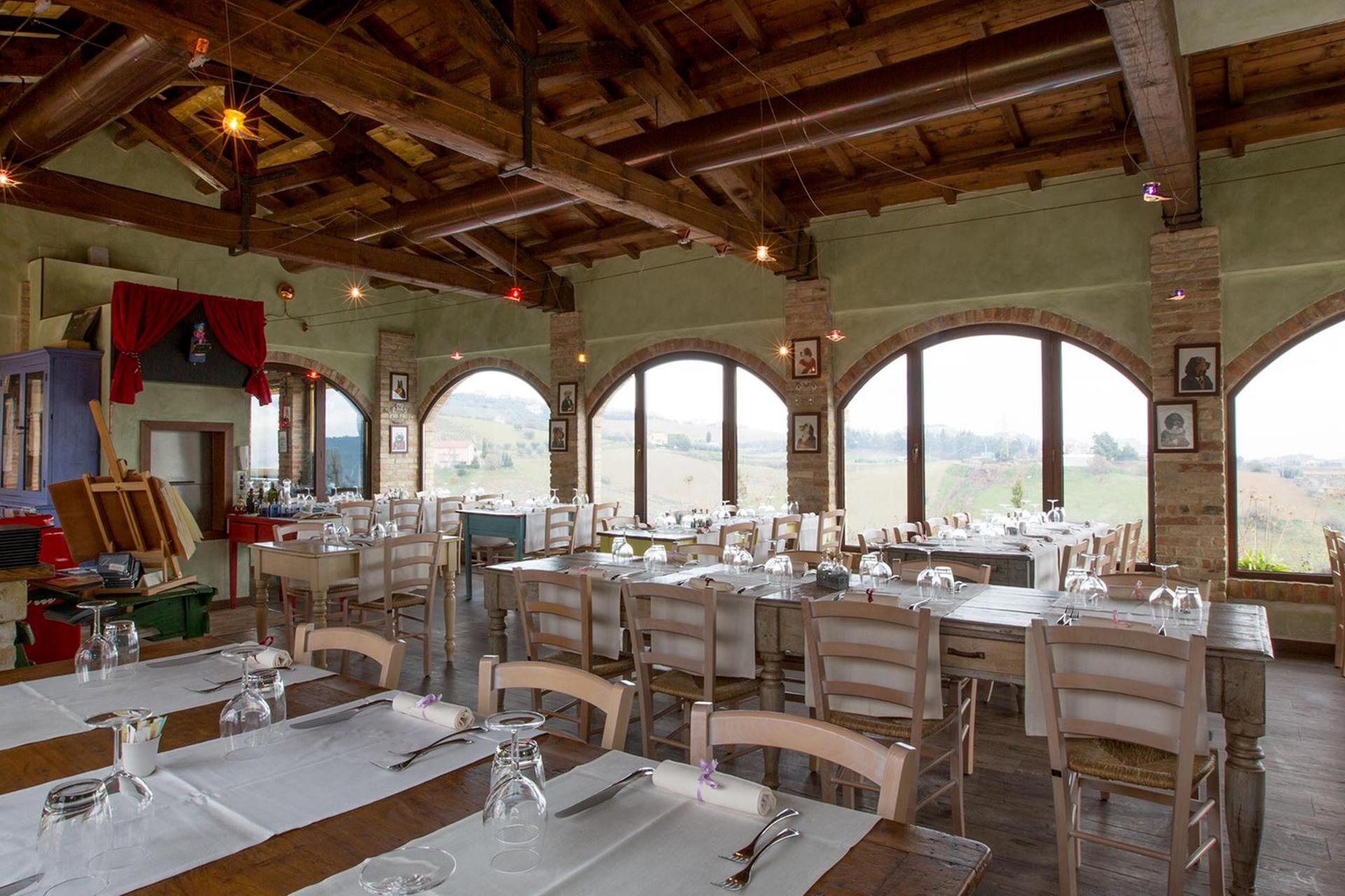 Agriturismo Marche Romantic agriturismo in le Marche with restaurant