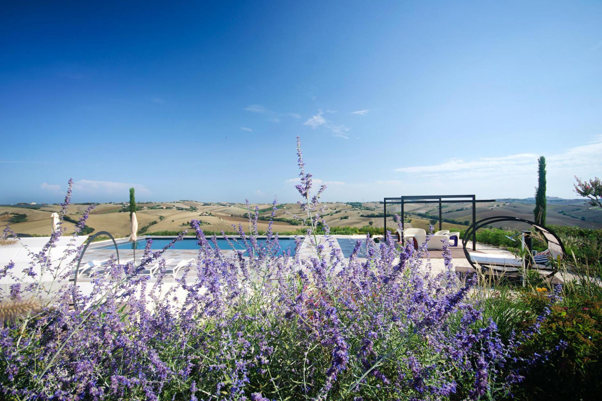 Country house met bistrot in Le Marche
