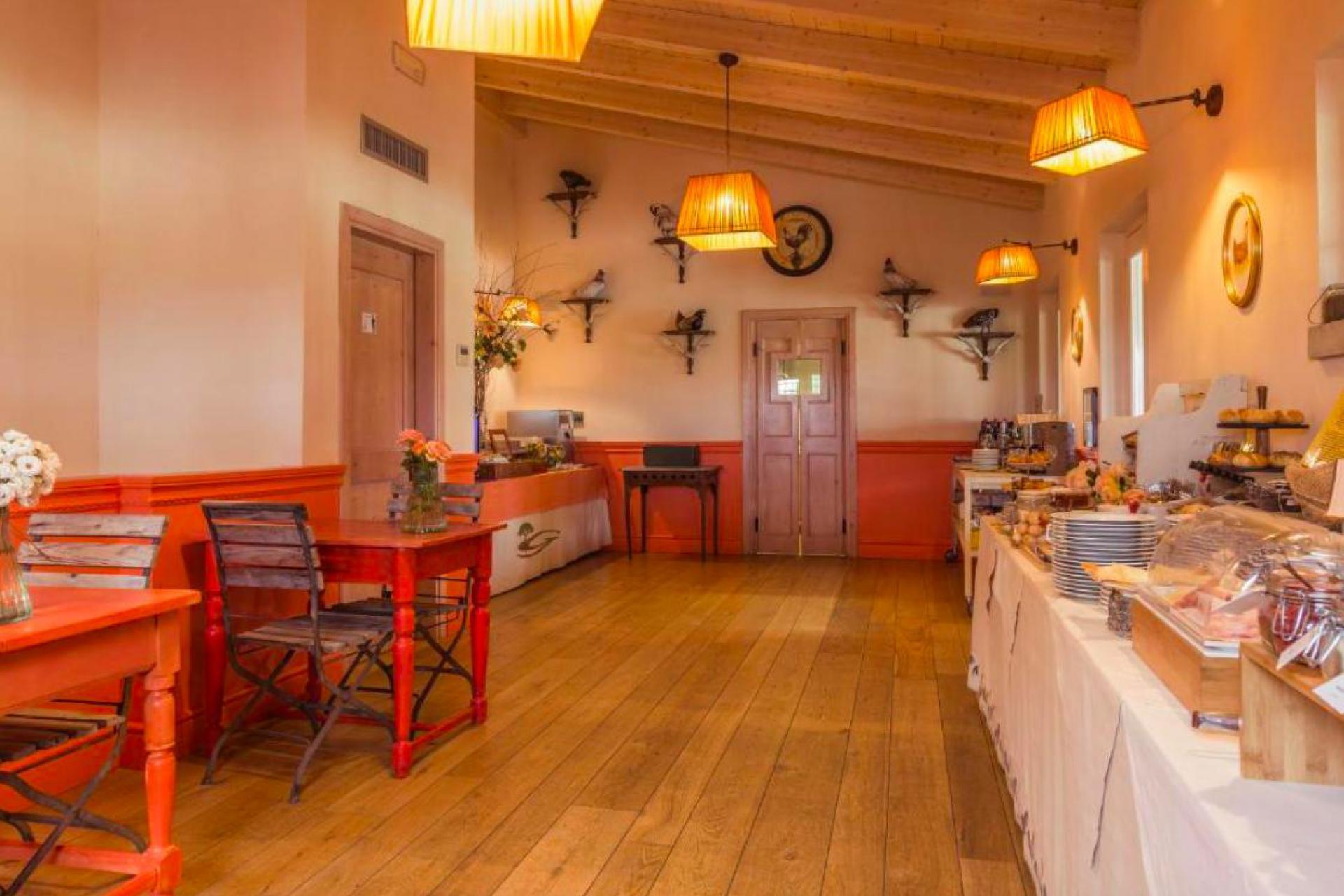 Grote agriturismo met restaurant en aperitivo bar