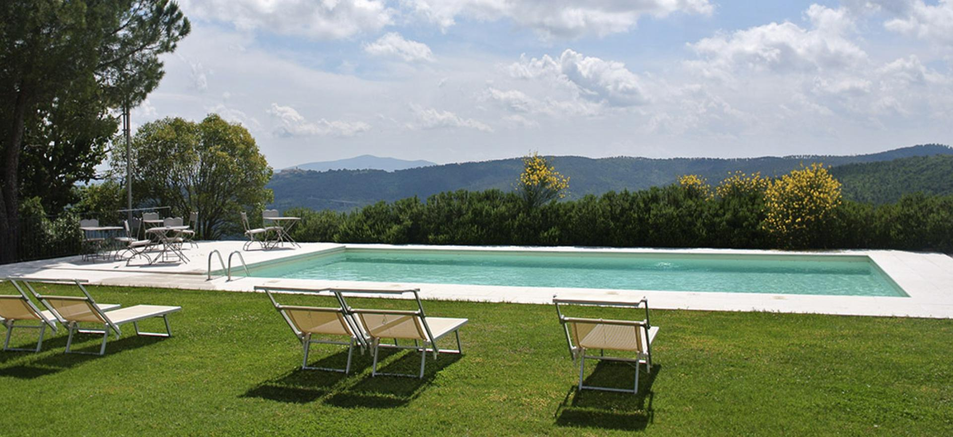 Agriturismo Tuscany Agriturismo between vineyards south of Siena