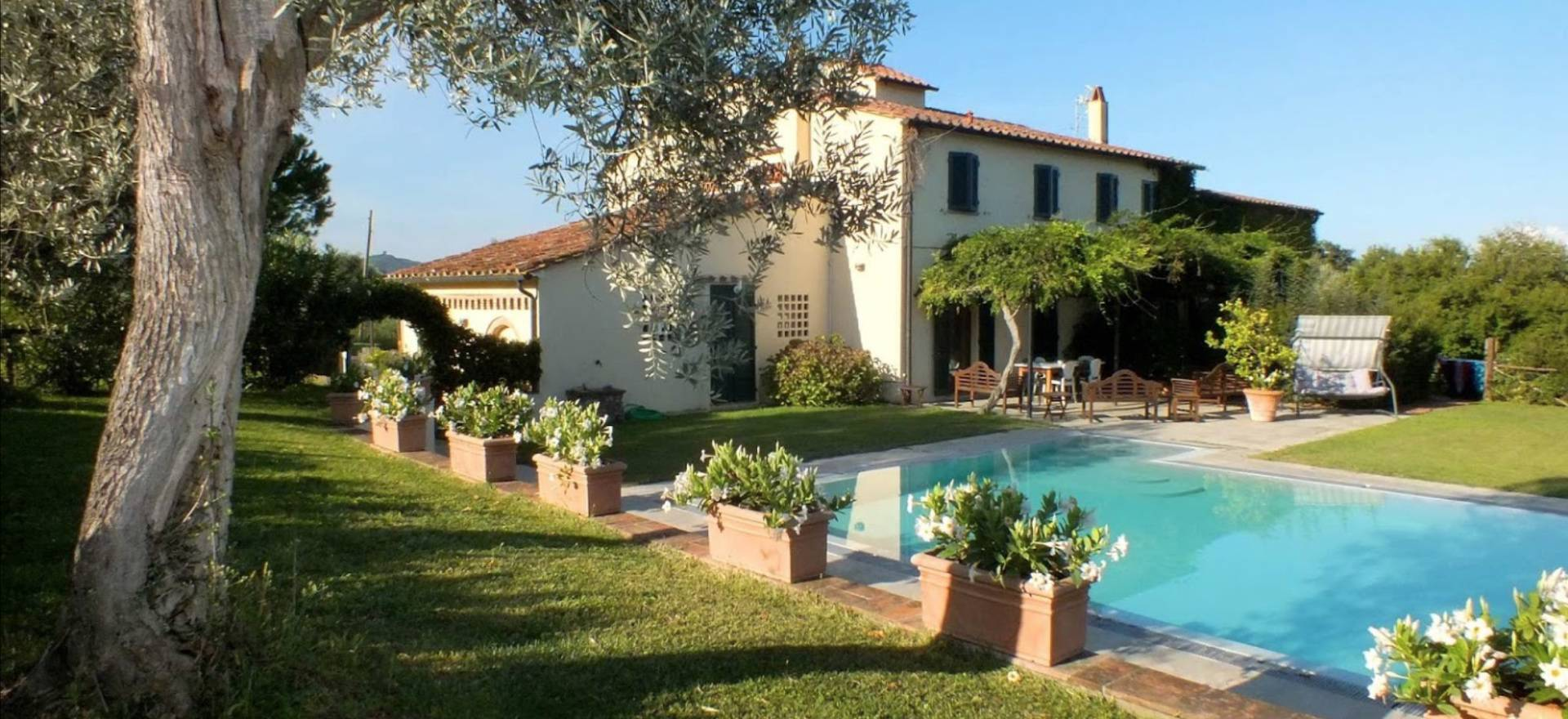 Agriturismo Tuscany Agriturismo in the hart of the Super-Tuscan wine region