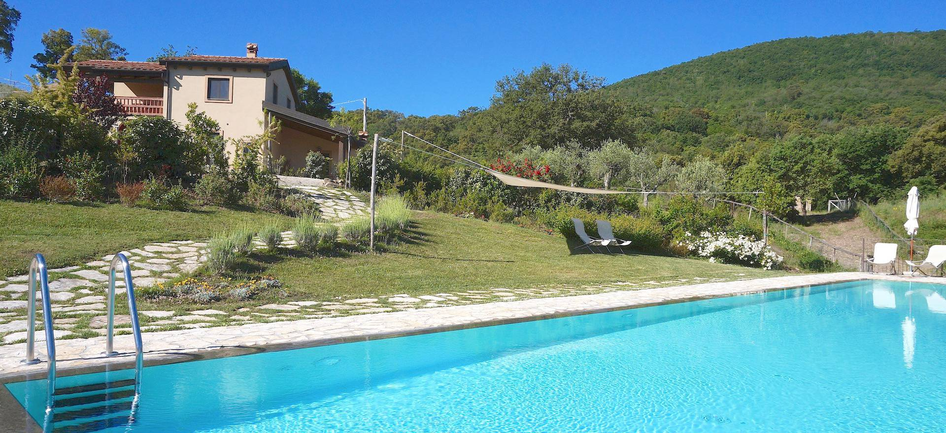 Agriturismo Tuscany Agriturismo with luxury houses on a hill in Tuscany