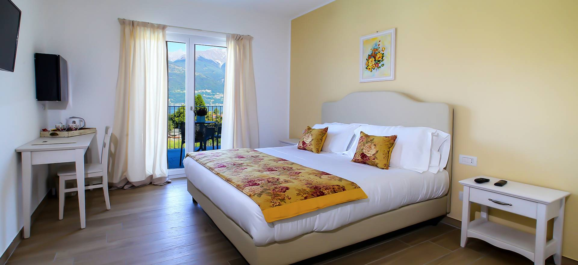 Agriturismo Lake Como and Lake Garda Luxury B&B within walking distance of Lake Como