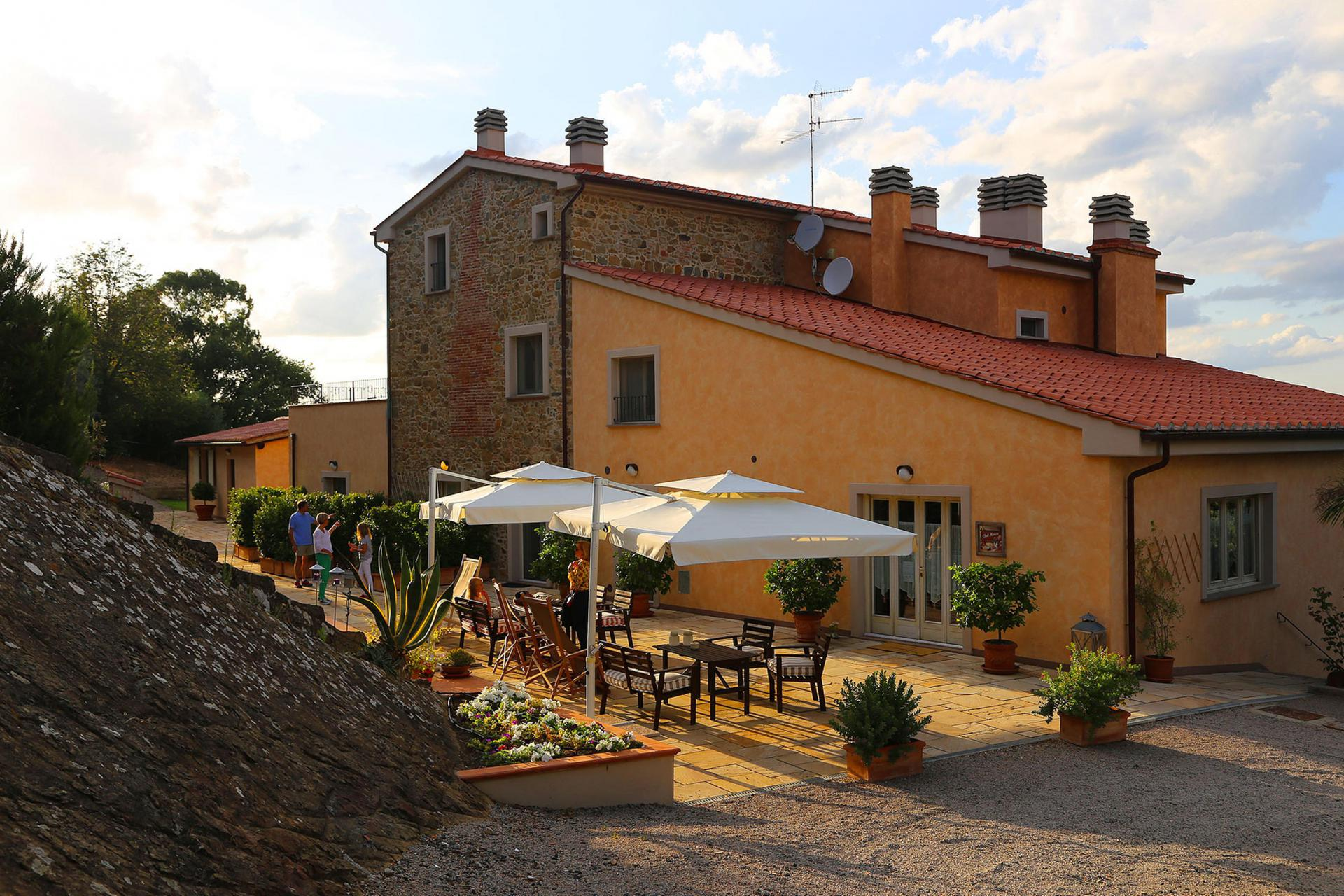 Agriturismo Toscane Agriturismo met tennisbaan nabij het Toscaanse strand   myitaly.nl