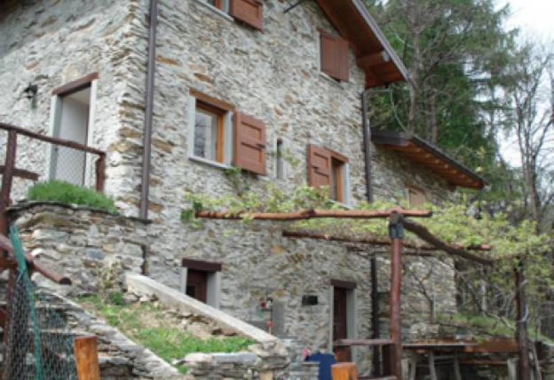Agriturismo Comomeer en Gardameer Kleine agriturismo met zicht op Comomeer en de Alpen
