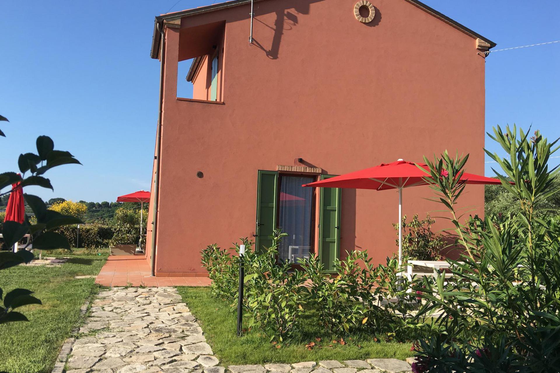 Agriturismo Le Marche Leuke agriturismo le Marche met restaurant in olijfgaard