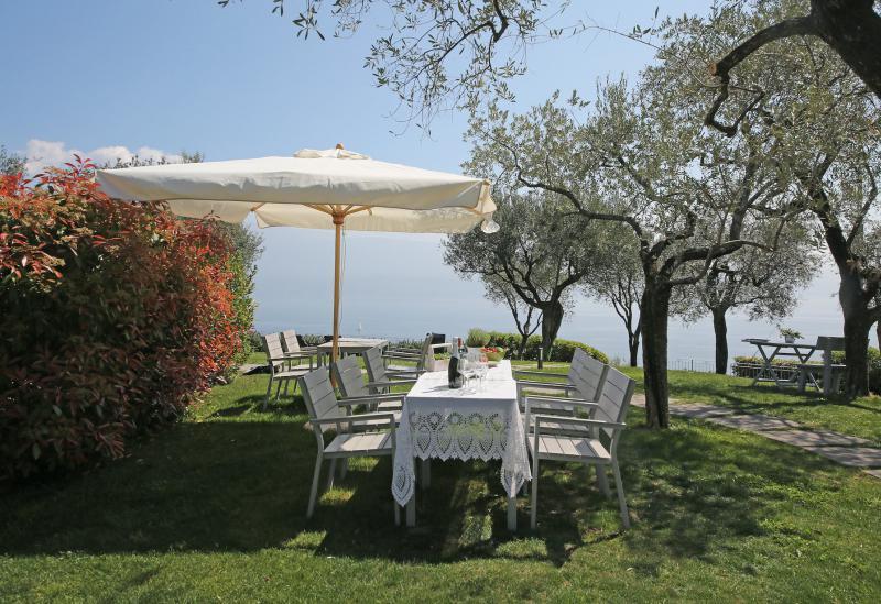 Agriturismo Comomeer en Gardameer Agriturismo Gardameer, naast golfbaan en mooi meerzicht