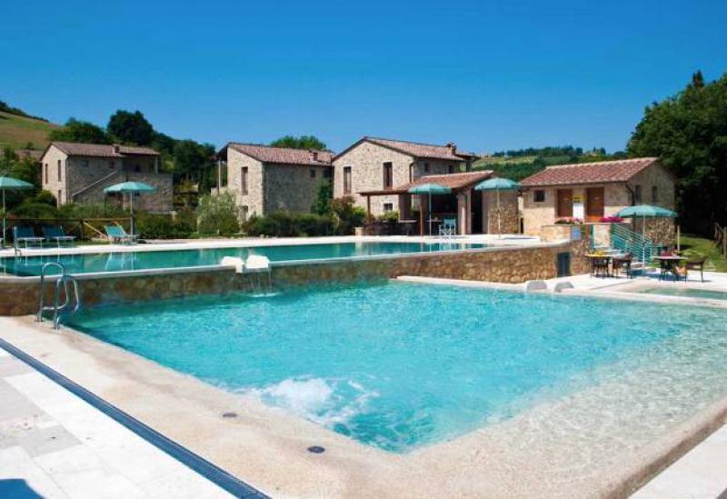Klein familie resort met meerdere zwembaden