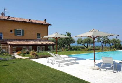Charming agriturismo with a view of Lake Garda