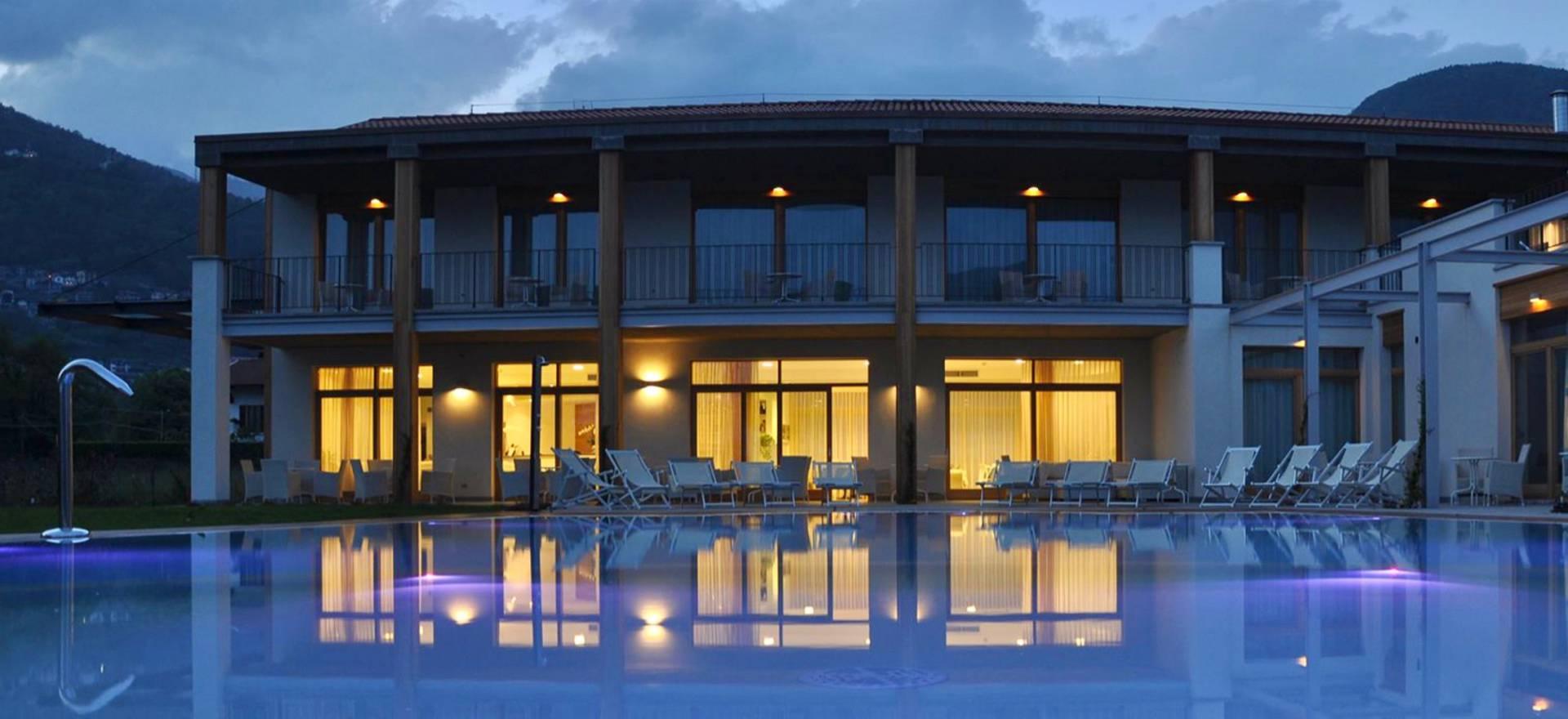 Agriturismo Comomeer en Gardameer Country hotel op prachtige lokatie aan het Comomeer