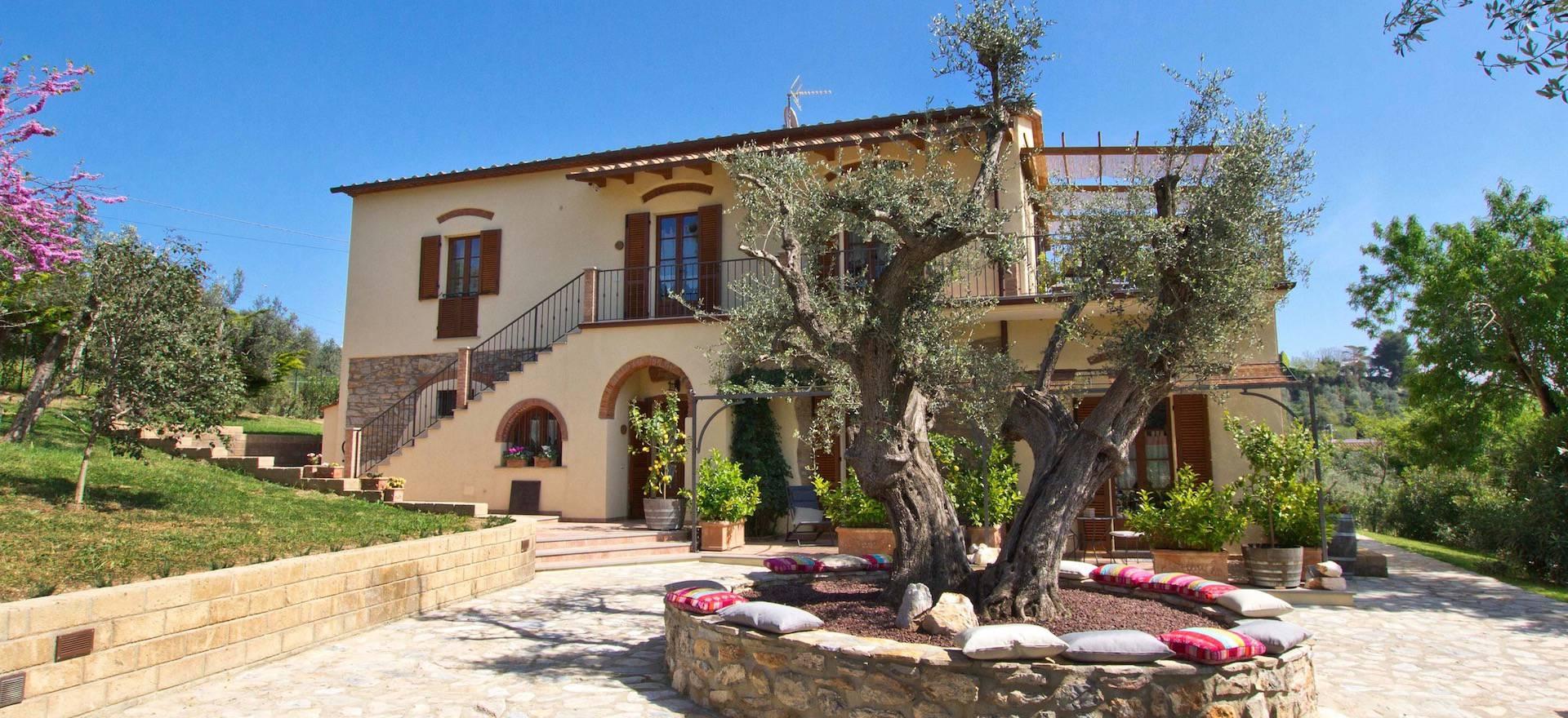 Agriturismo in olijfgaard vlakbij de kust in Toscane