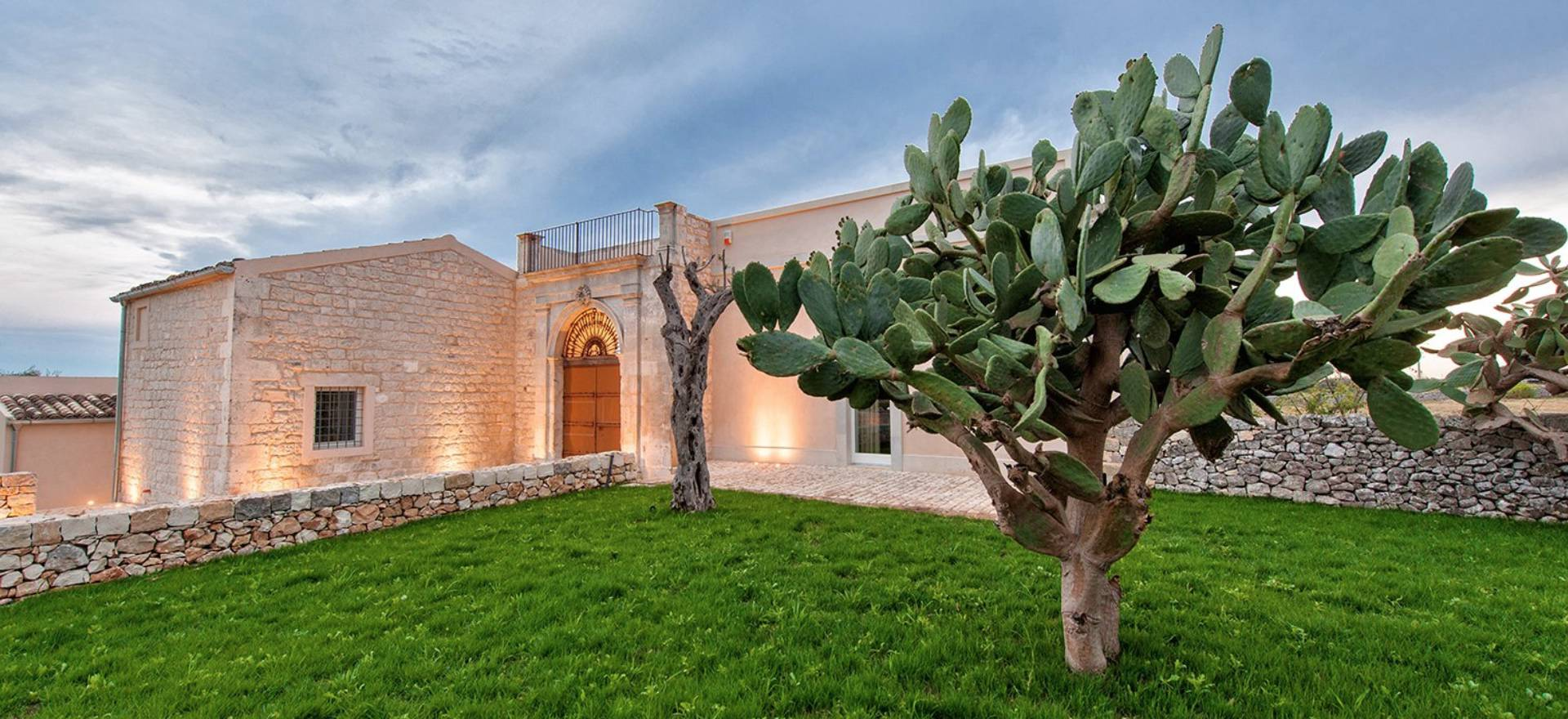 Agriturismo Sicilië Gerestaureerde agriturismo met goed Siciliaans restaurant