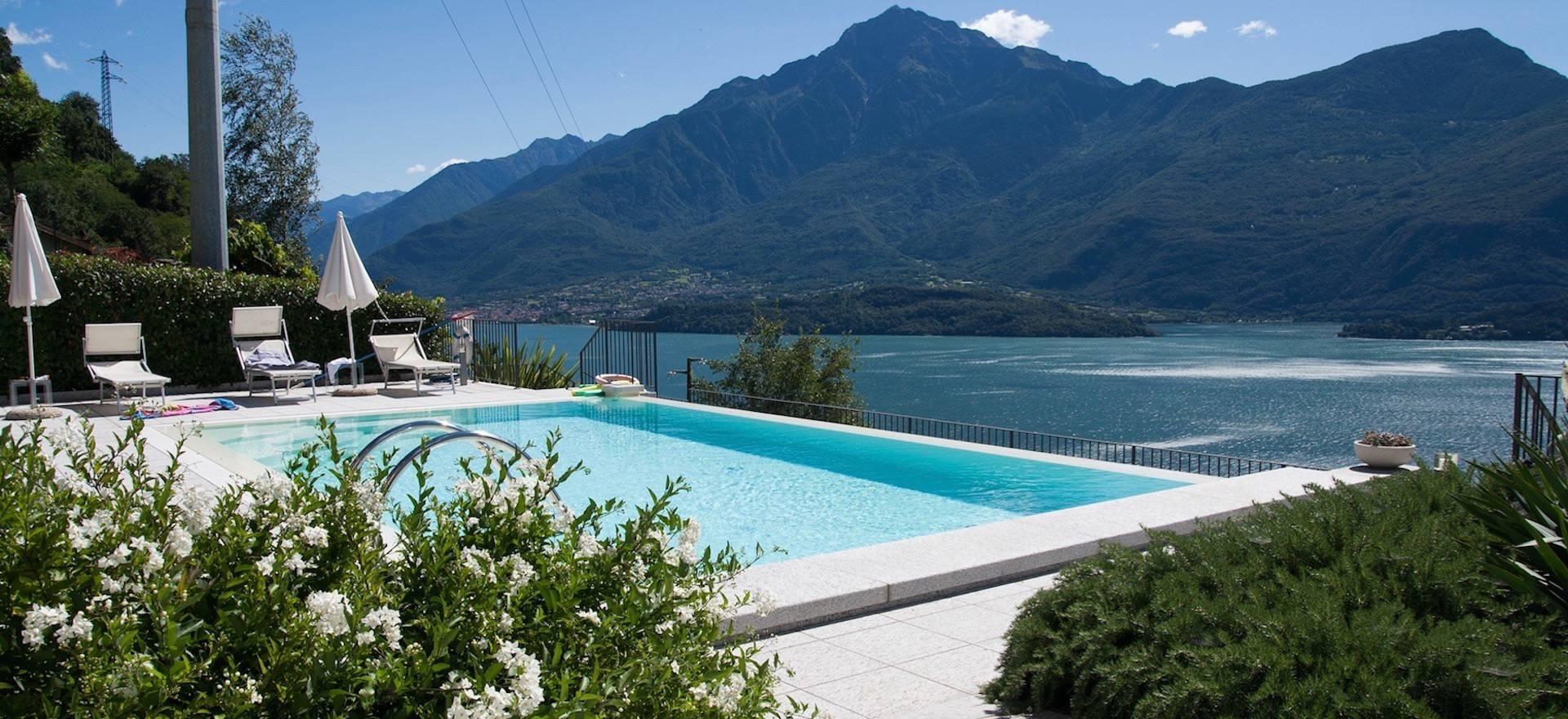 Agriturismo Comomeer en Gardameer Kleine residence bij Comomeer met zwembad en uitzicht