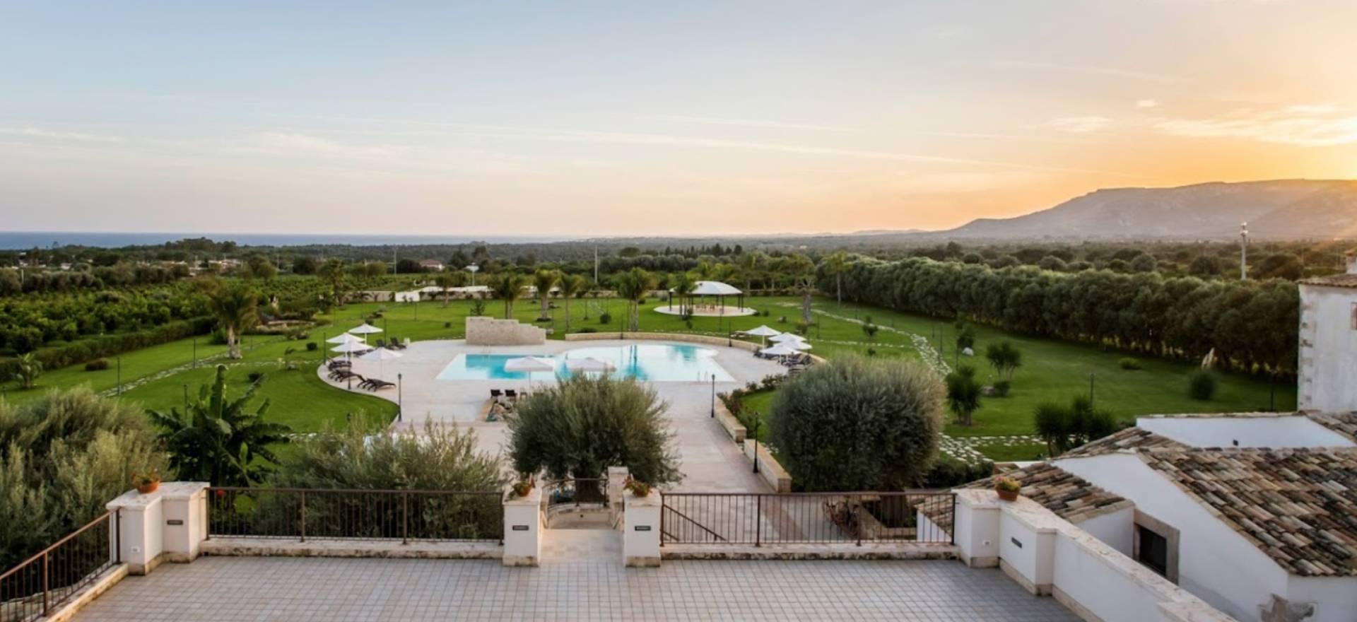 Agriturismo Sicilie Agriturismo met groot zwembad nabij strand