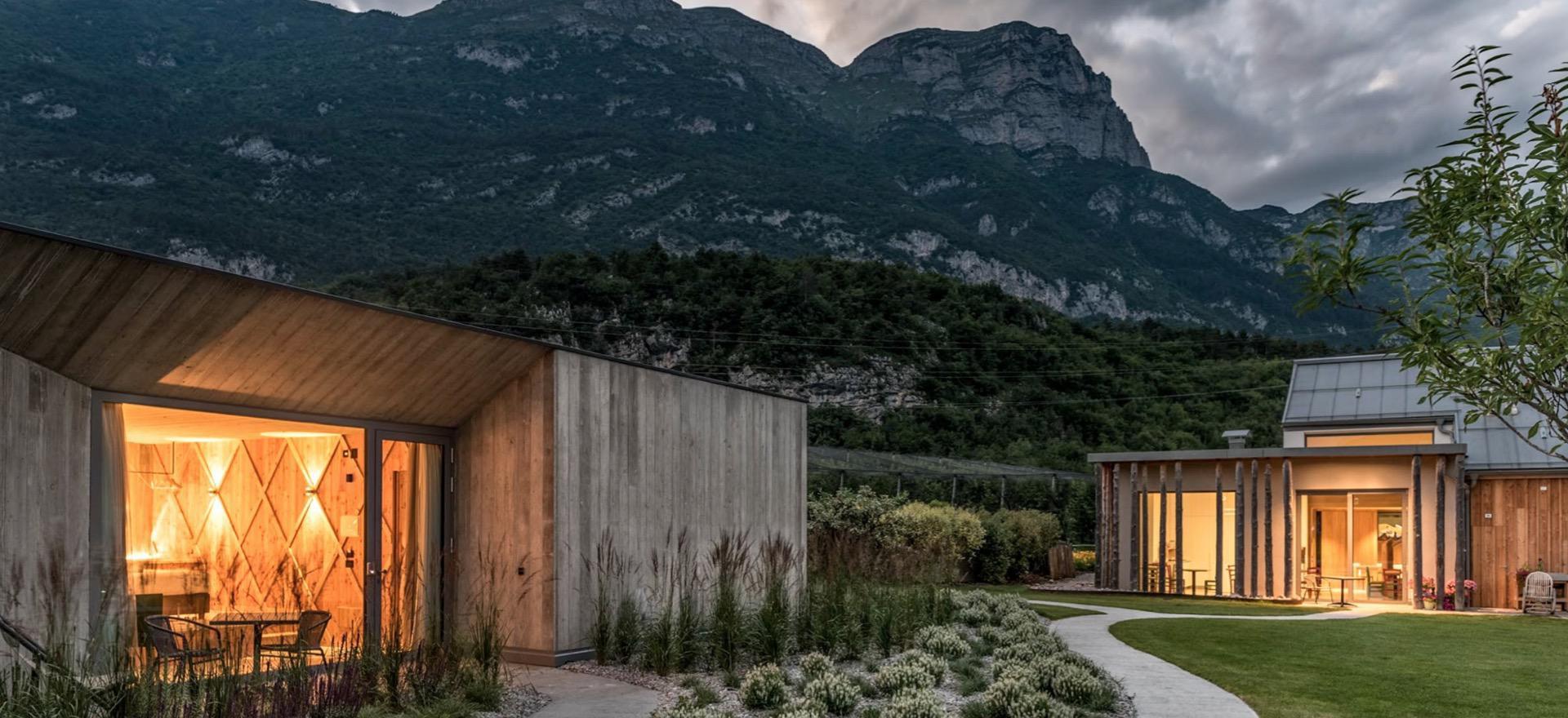 Biologische appel-agriturismo in de merenvallei van Trentino