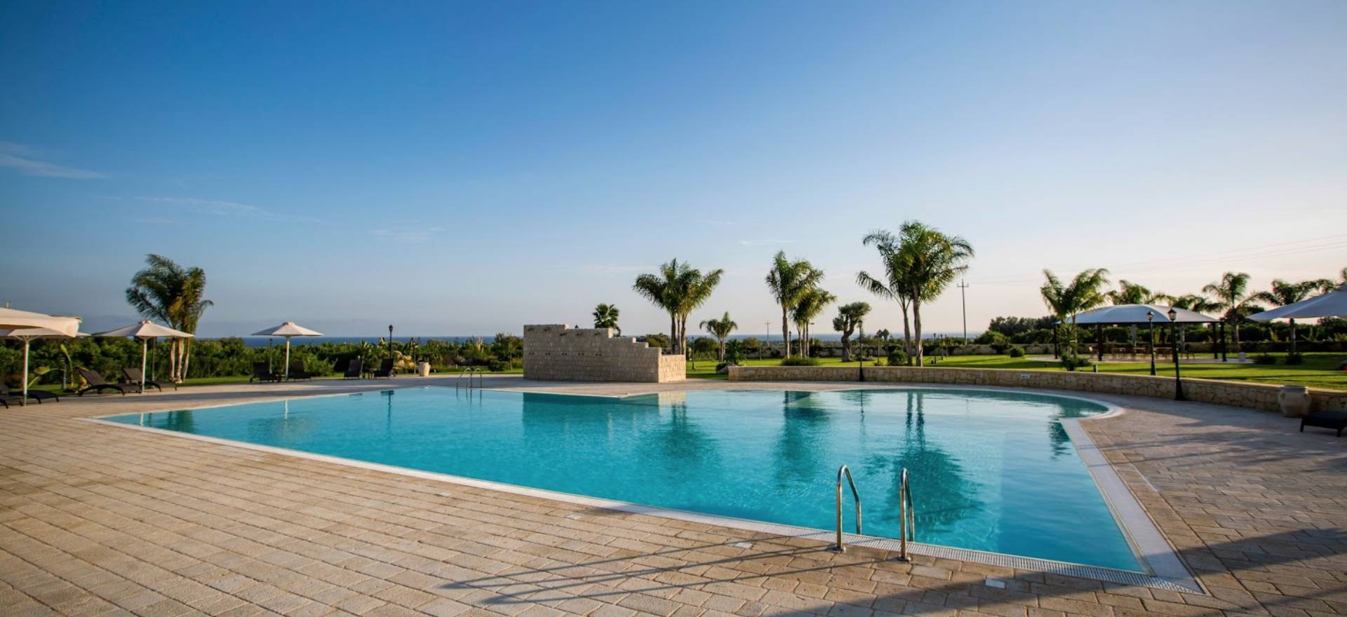 Agriturismo met groot zwembad nabij strand