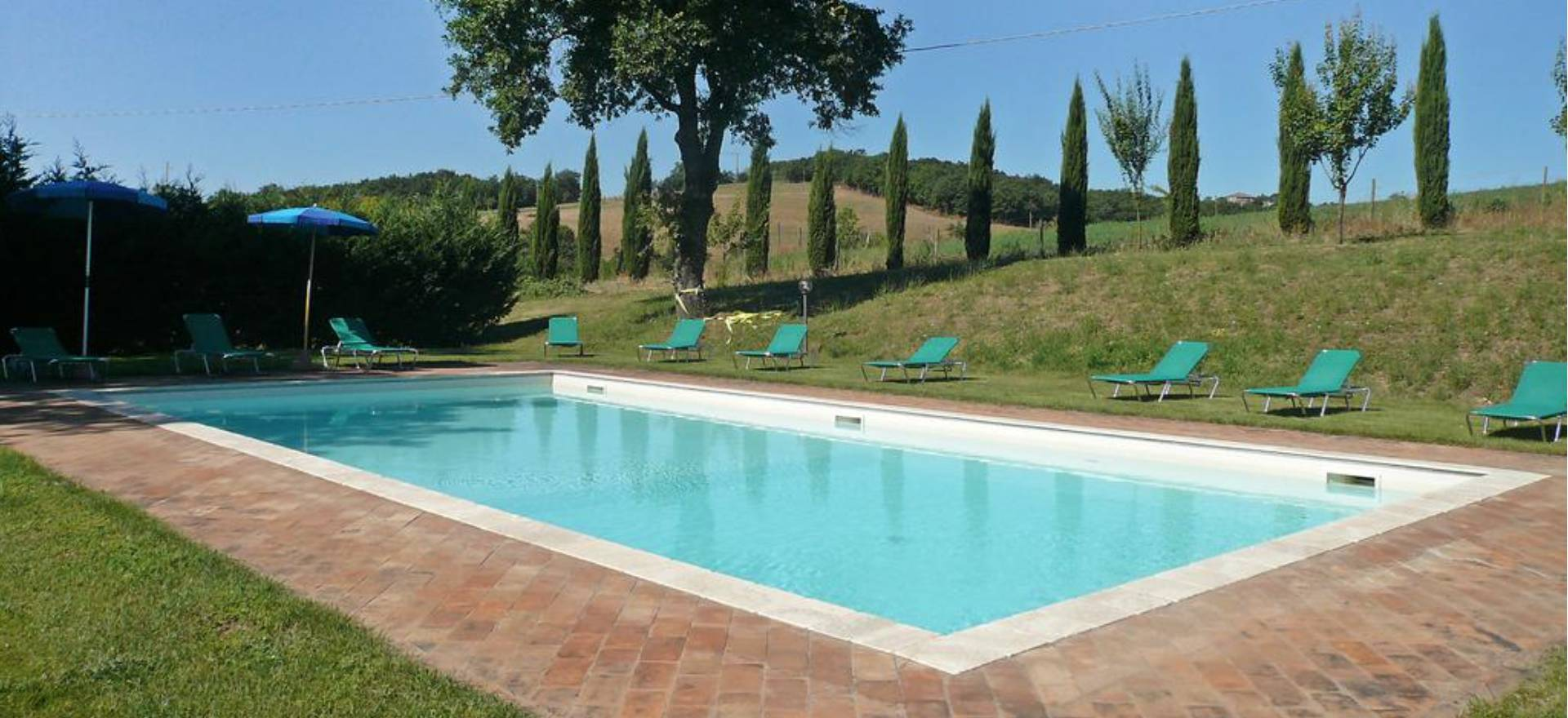 Two farmhouses in tuscany with private swimming pool for Private swimming pool