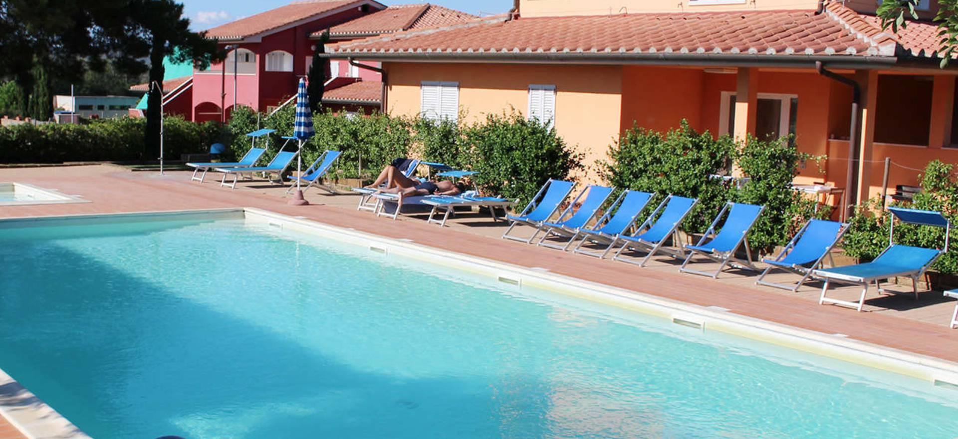 Residence met zwembad bij het strand in toscane - Zwembad met strand ...
