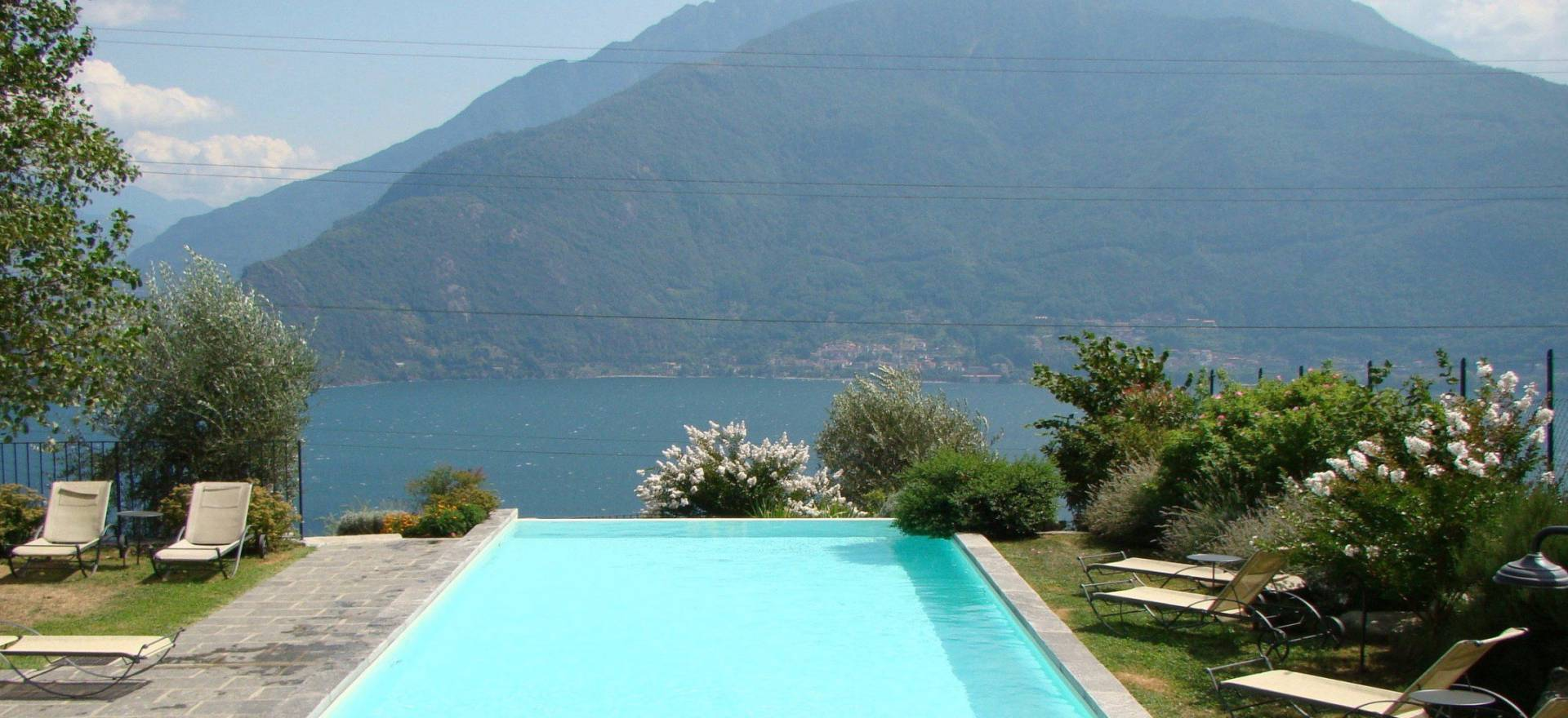 Luxe agriturismo met zwembad en uitzicht op Comomeer!
