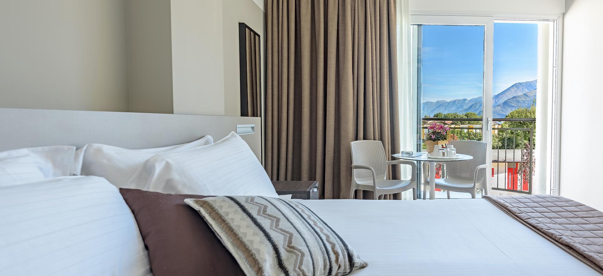 Hotel nabij de kiezelstranden van het Comomeer