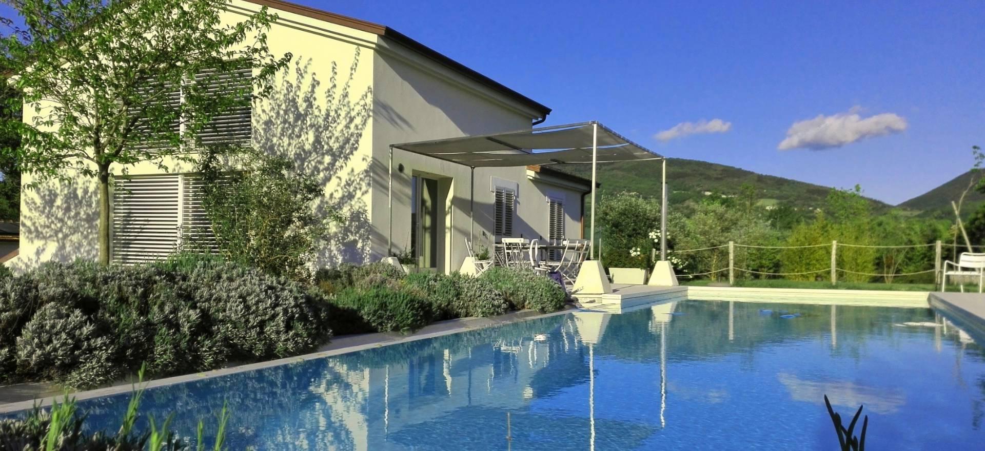 Luxe prive villa met zwembad tussen Umbrië en le Marche