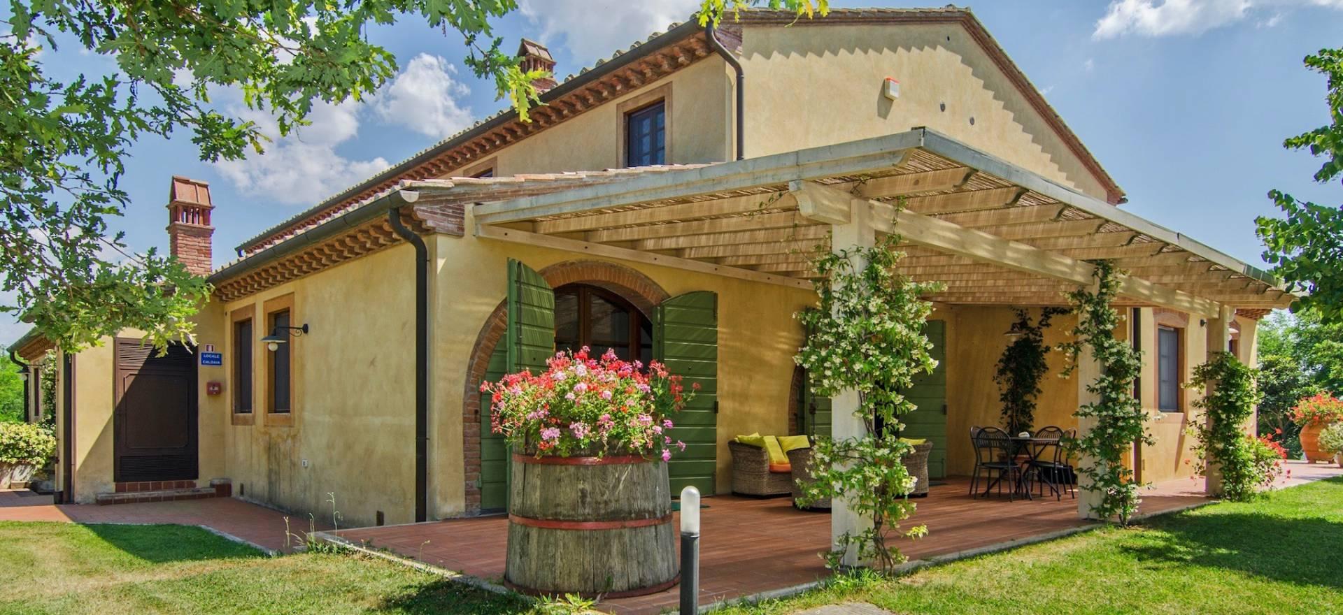 Agriturismo Toscane Agriturismo met panoramisch zwembad in Toscane
