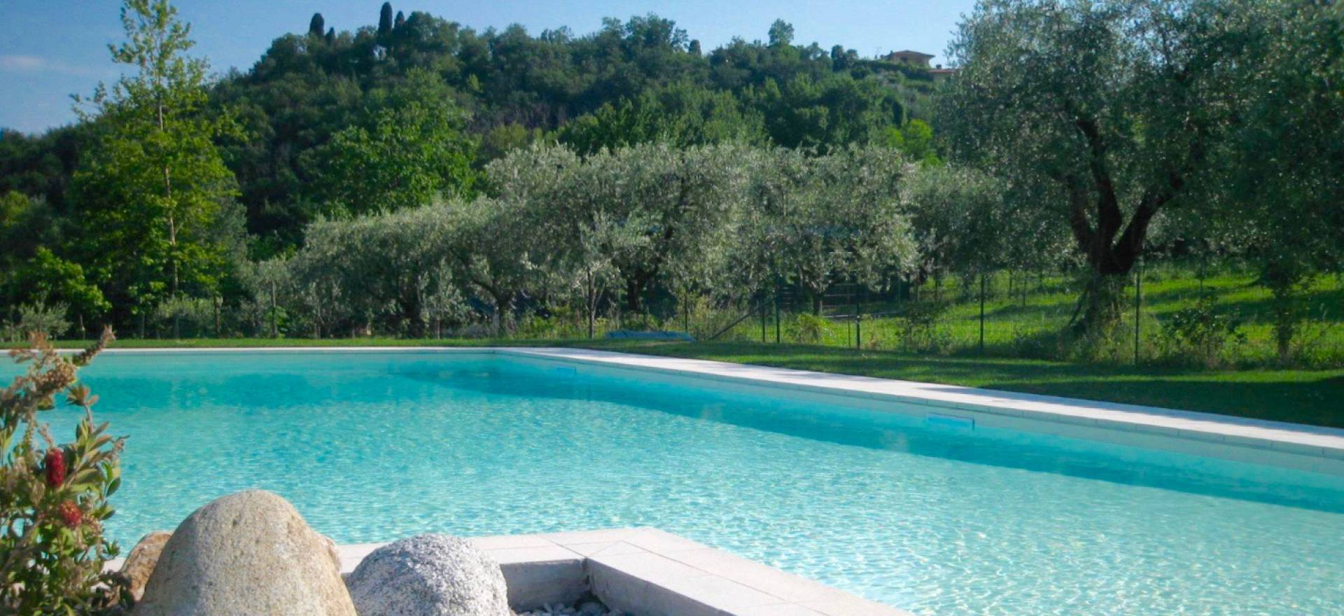 Agriturismo Comomeer en Gardameer Sfeervolle agriturismo tussen de olijfbomen, dichtbij het Gardameer